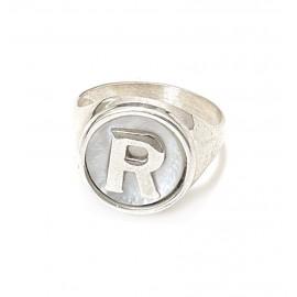 Anillo sello inicial R fondo nácar