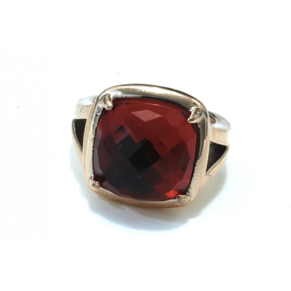 Anillo de acero cuadrado rosse piedra facetada rojo