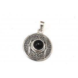 Dije círculo con borde labrado y centro piedra negra 24mm
