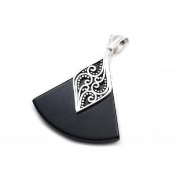 Dije de acero plateado triangulo simil piedra con detalle 35mm