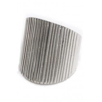 Anillo de plata ancho rayado