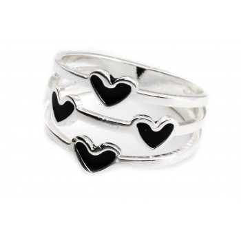 Anillo de acero plateado tres hileras corazones negros